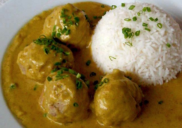 Parsley-Pork Balls with Curry Sauce