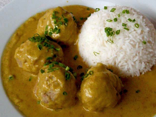 Parsley-Pork Balls with Curry Sauce Recipe
