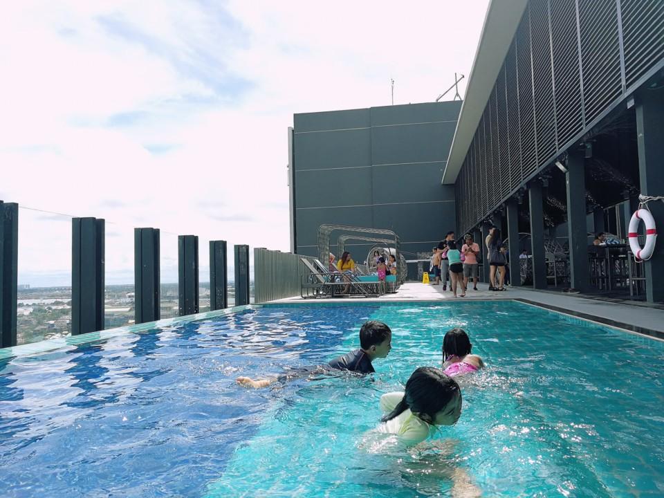 Pool Bar - Bai Hotel Cebu