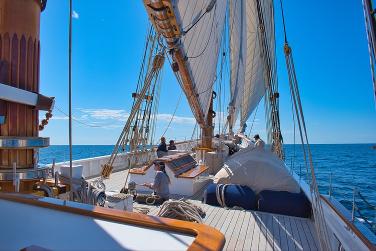 Why Chartering a Sailboat is a great Idea for Your Vacation